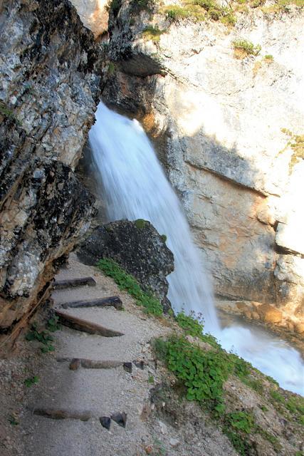 Raggiungiamo la bellissima cascata di Fanes 2528b9f710d